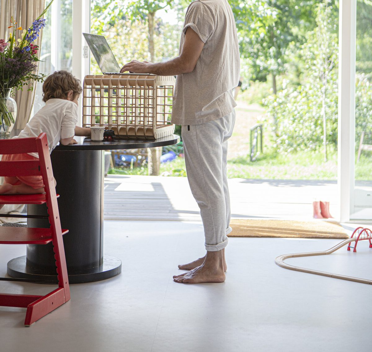 Waarmakers Ingrid Thuiswerkmeubel Bijzettafel Kruk Design Dutch Comfortabel Zit Sta Ergonomisch Bureau